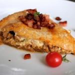 Grov, krydret kødtærte