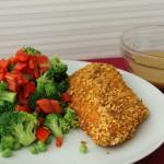 Mandelpaneret kylling med sprød salat af broccoli