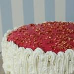 Lagkage med limecreme, jordbærmousse og marcipan