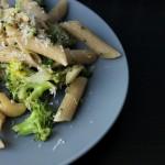 Lækker pastasalat med broccoli, kerner og parmesan