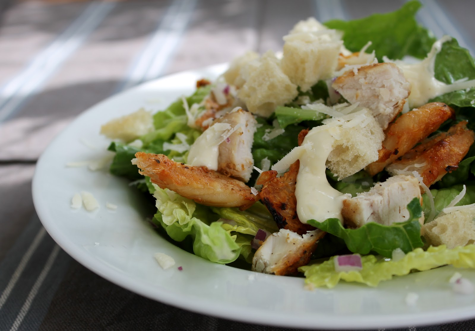 caesar salad opskrift